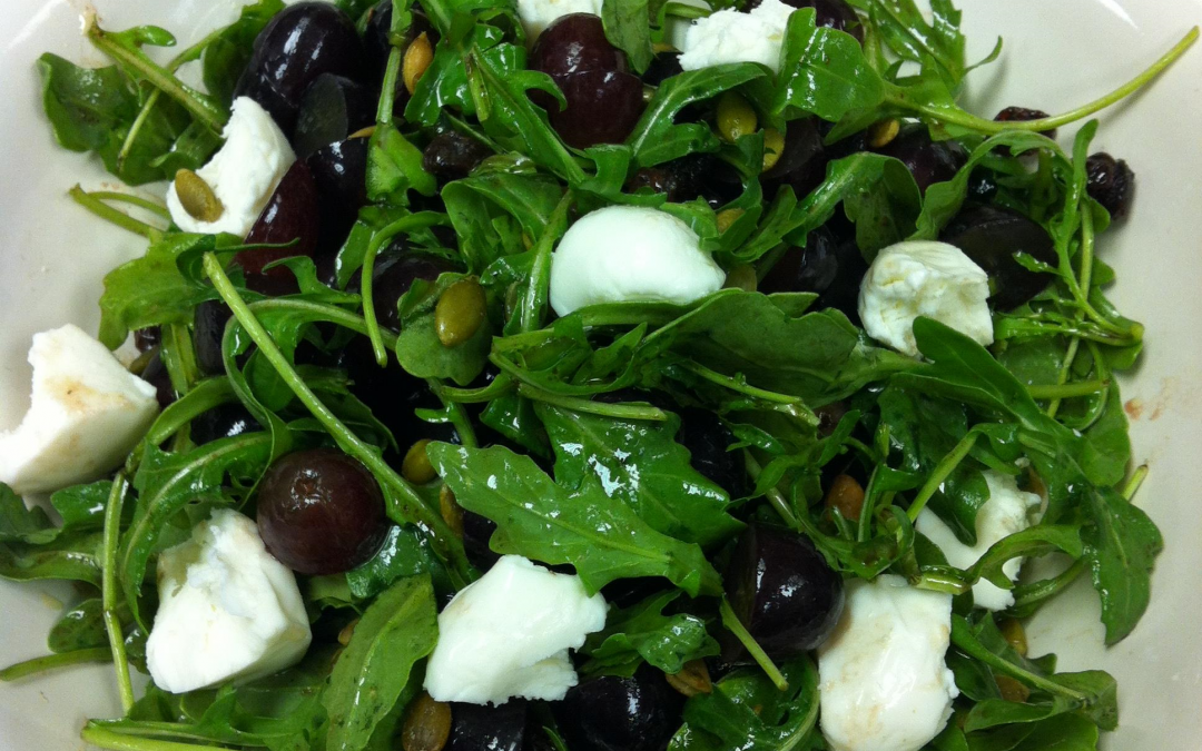 Arugula, Mozzarella and Black Grapes